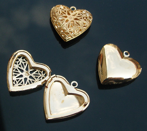 Brass Heart Locket With Carving Hollowed Designs (19MM inside)