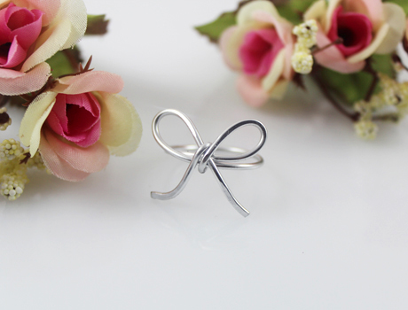 The bowknot cute wire ring